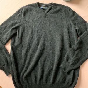 Club Room gray cashmere v neck sweater